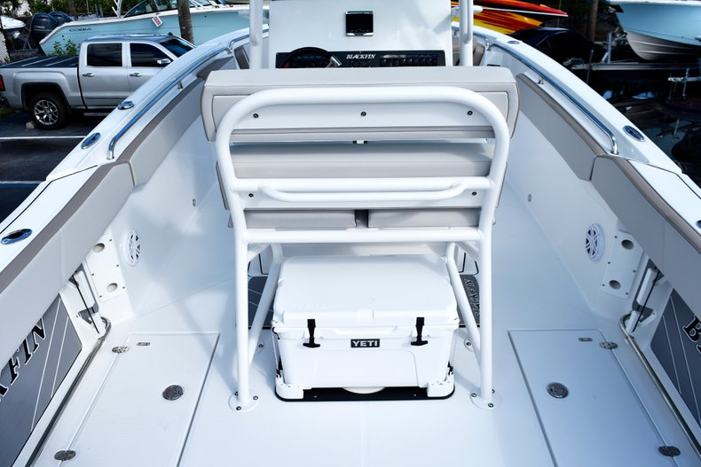 Thumbnail 13 for New 2019 Blackfin 242CC Center Console boat for sale in West Palm Beach, FL
