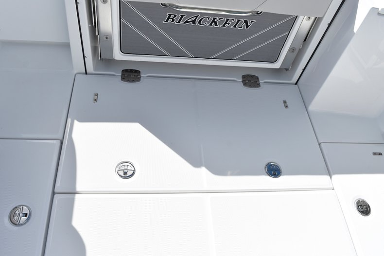 Thumbnail 19 for New 2019 Blackfin 242CC Center Console boat for sale in West Palm Beach, FL