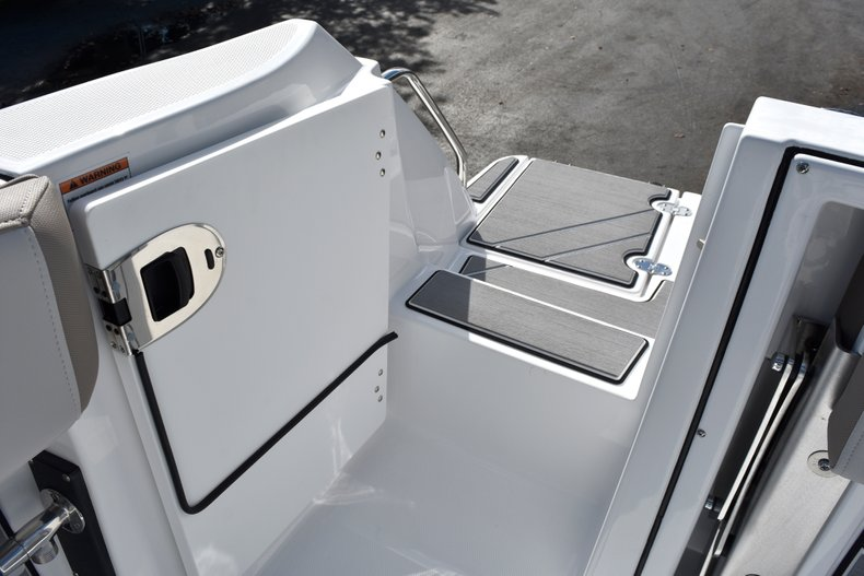 Thumbnail 17 for New 2019 Blackfin 242CC Center Console boat for sale in West Palm Beach, FL
