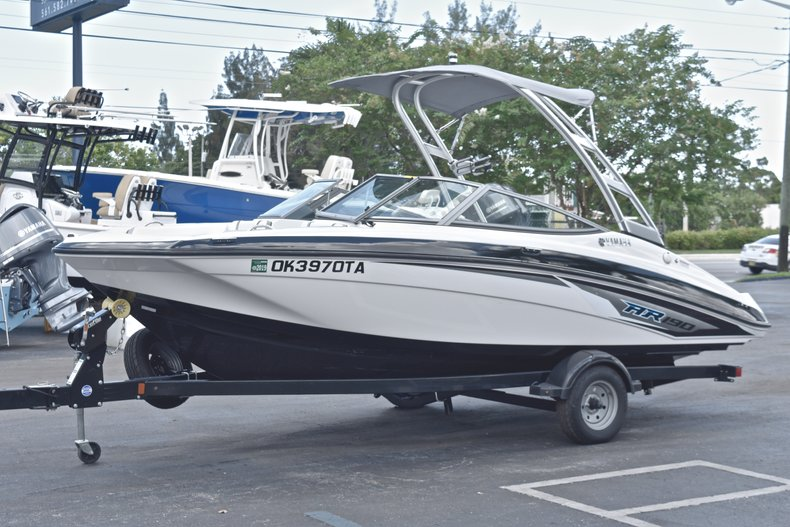 Thumbnail 3 for Used 2017 Yamaha AR 190 boat for sale in West Palm Beach, FL