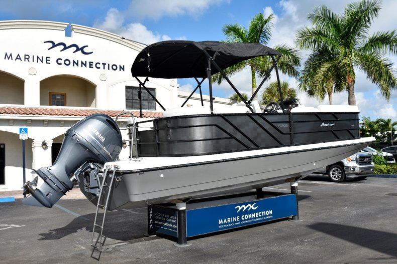 Thumbnail 7 for New 2019 Hurricane FunDeck FD 236SB boat for sale in West Palm Beach, FL