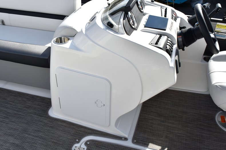 Thumbnail 37 for New 2019 Hurricane FunDeck FD 236SB boat for sale in West Palm Beach, FL