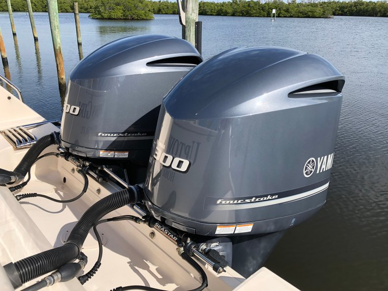 Thumbnail 5 for Used 2016 Grady-White Canyon 306 Center Console boat for sale in West Palm Beach, FL