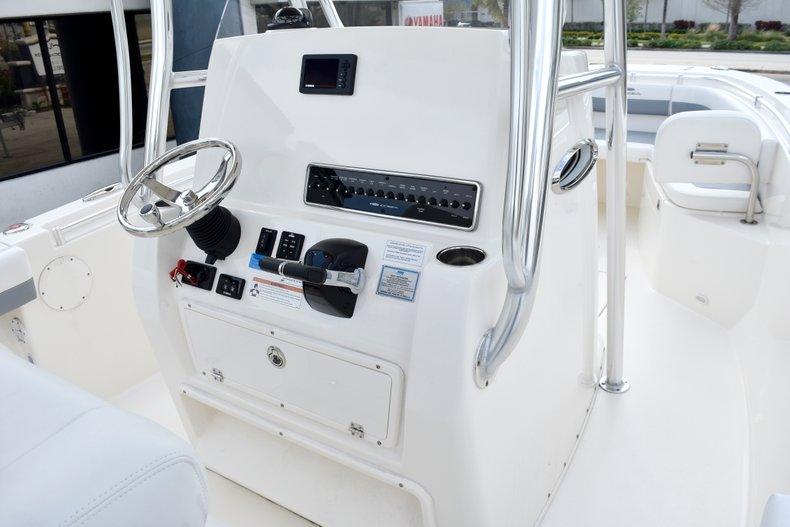 Thumbnail 37 for New 2019 Cobia 261 Center Console boat for sale in Vero Beach, FL