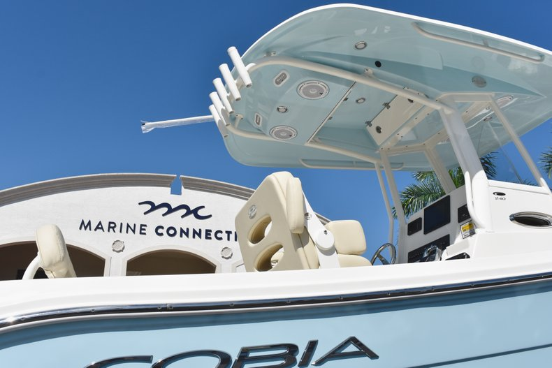 Thumbnail 9 for New 2019 Cobia 240 CC Center Console boat for sale in West Palm Beach, FL