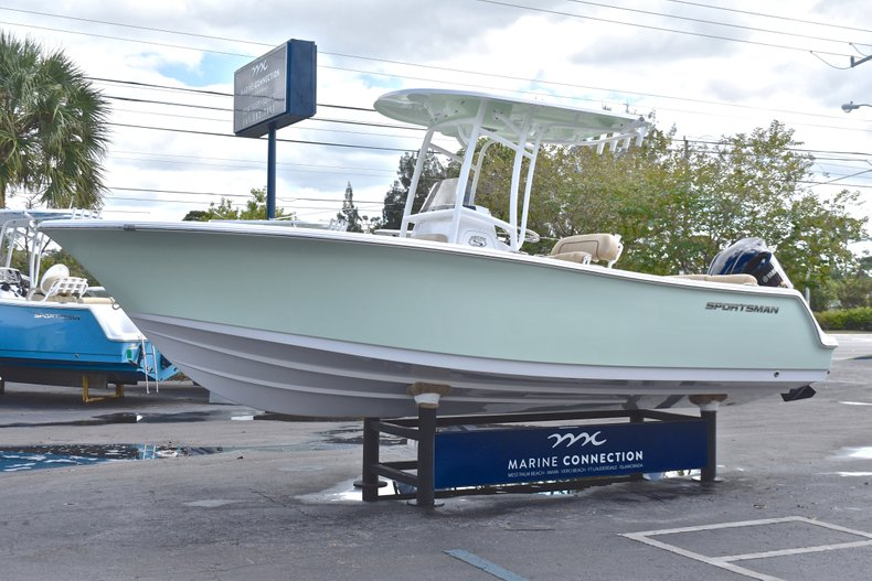 Thumbnail 3 for New 2019 Sportsman Heritage 231 Center Console boat for sale in Islamorada, FL