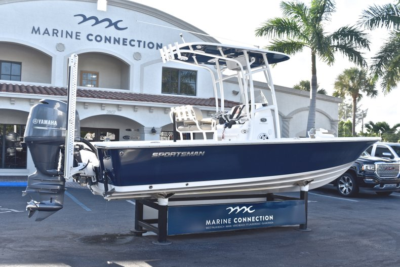 Thumbnail 6 for Used 2015 Sportsman Masters 227 Bay Boat boat for sale in West Palm Beach, FL