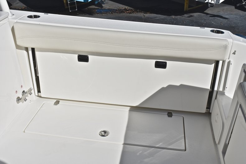 Thumbnail 17 for New 2019 Cobia 280 DC Dual Console boat for sale in West Palm Beach, FL