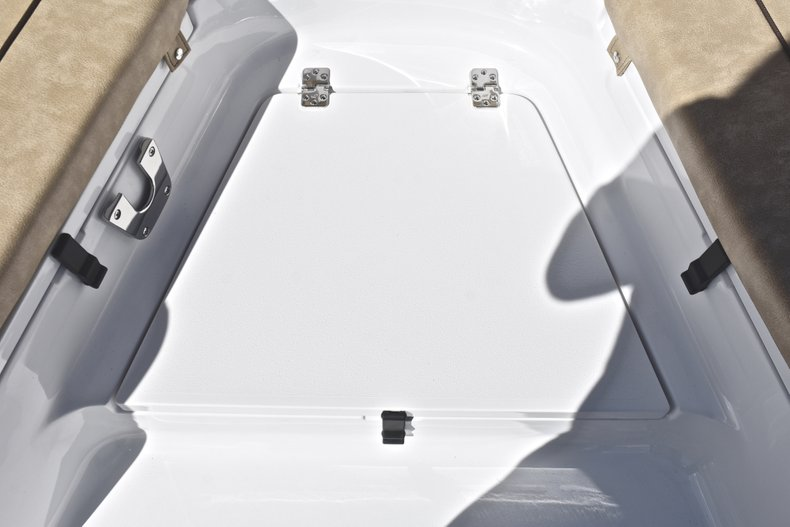 Thumbnail 20 for New 2019 Sportsman Heritage 231 Center Console boat for sale in West Palm Beach, FL