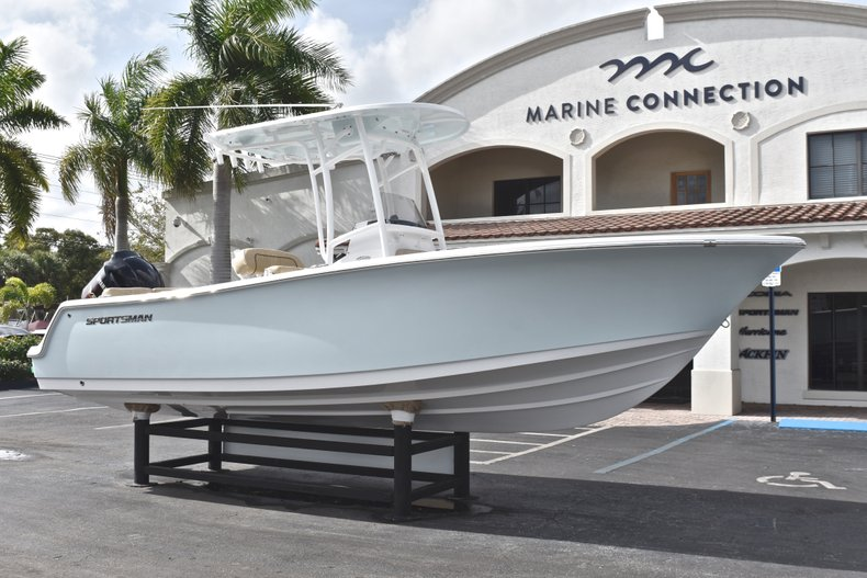 Thumbnail 1 for New 2019 Sportsman Heritage 231 Center Console boat for sale in Fort Lauderdale, FL