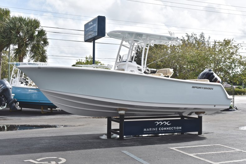 Thumbnail 3 for New 2019 Sportsman Heritage 231 Center Console boat for sale in Fort Lauderdale, FL