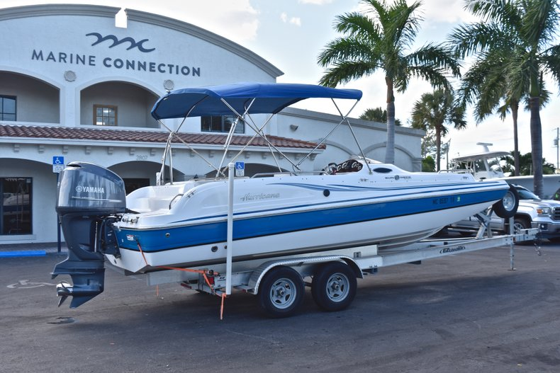 Thumbnail 7 for Used 2014 Hurricane SunDeck Sport SS 232 OB boat for sale in West Palm Beach, FL