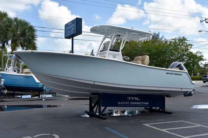 Thumbnail 5 for New 2019 Sportsman Heritage 241 Center Console boat for sale in Vero Beach, FL