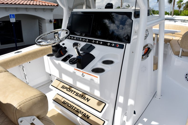Thumbnail 34 for New 2019 Sportsman Heritage 241 Center Console boat for sale in Vero Beach, FL