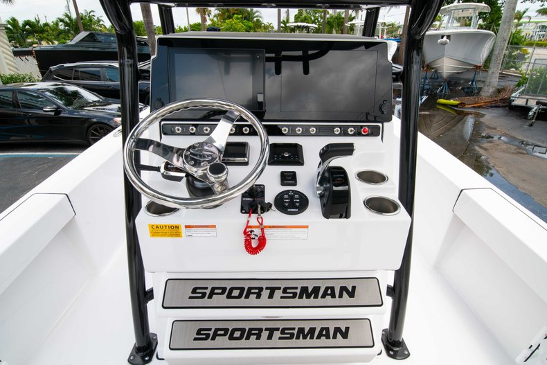 Thumbnail 23 for New 2019 Sportsman Masters 247 Bay Boat boat for sale in West Palm Beach, FL