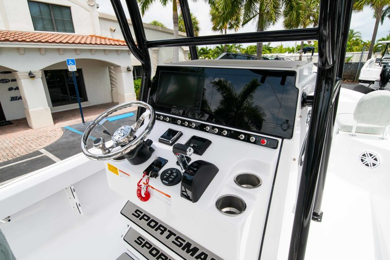 Thumbnail 22 for New 2019 Sportsman Masters 247 Bay Boat boat for sale in West Palm Beach, FL