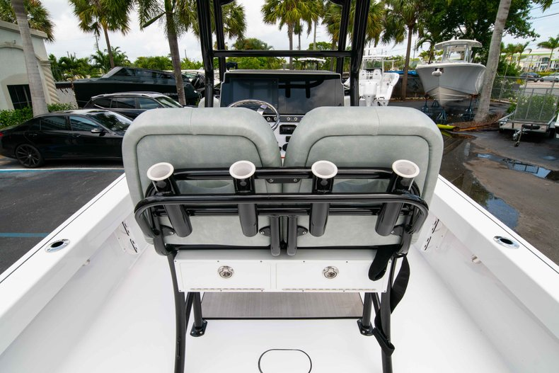 Thumbnail 18 for New 2019 Sportsman Masters 247 Bay Boat boat for sale in West Palm Beach, FL