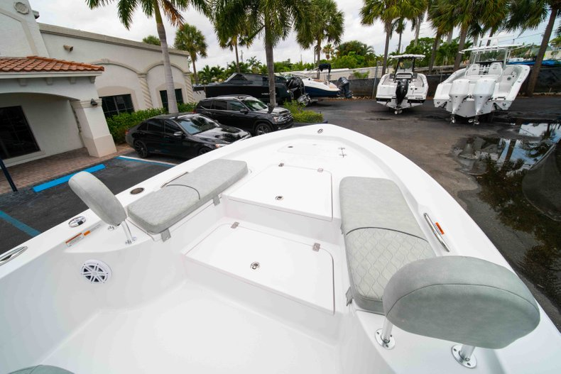 Thumbnail 31 for New 2019 Sportsman Masters 247 Bay Boat boat for sale in West Palm Beach, FL