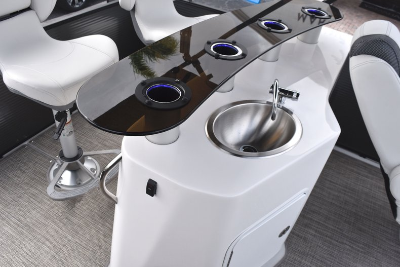 Thumbnail 16 for New 2019 Hurricane FunDeck FD 236 Wet Bar OB boat for sale in West Palm Beach, FL