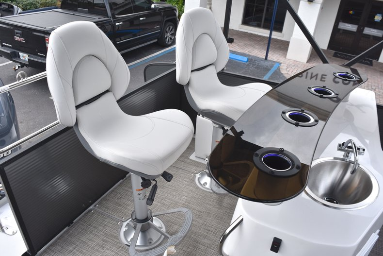 Thumbnail 12 for New 2019 Hurricane FunDeck FD 236 Wet Bar OB boat for sale in West Palm Beach, FL