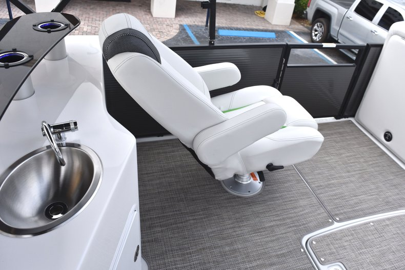 Thumbnail 19 for New 2019 Hurricane FunDeck FD 236 Wet Bar OB boat for sale in West Palm Beach, FL