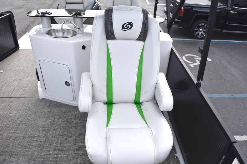 Thumbnail 23 for New 2019 Hurricane FunDeck FD 236 Wet Bar OB boat for sale in West Palm Beach, FL