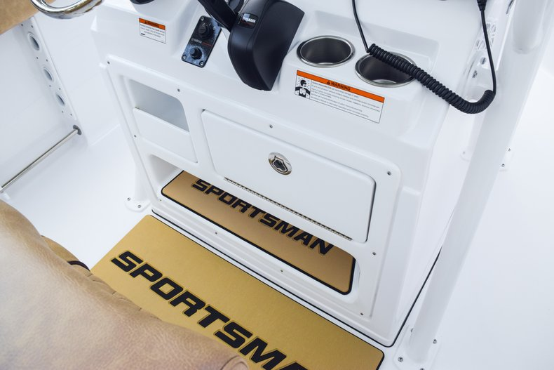 Thumbnail 24 for New 2019 Sportsman Heritage 231 Center Console boat for sale in West Palm Beach, FL