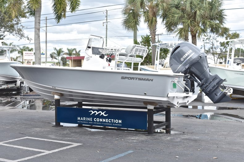 Thumbnail 5 for New 2019 Sportsman Masters 207 Bay Boat boat for sale in Vero Beach, FL