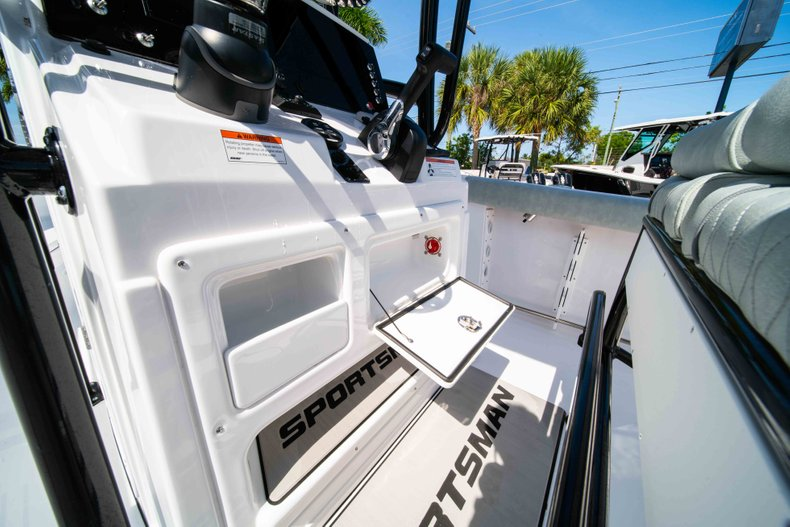 Thumbnail 28 for New 2019 Sportsman Heritage 231 Center Console boat for sale in Fort Lauderdale, FL