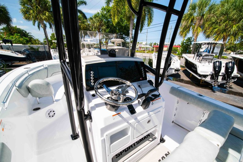 Thumbnail 26 for New 2019 Sportsman Heritage 231 Center Console boat for sale in Fort Lauderdale, FL