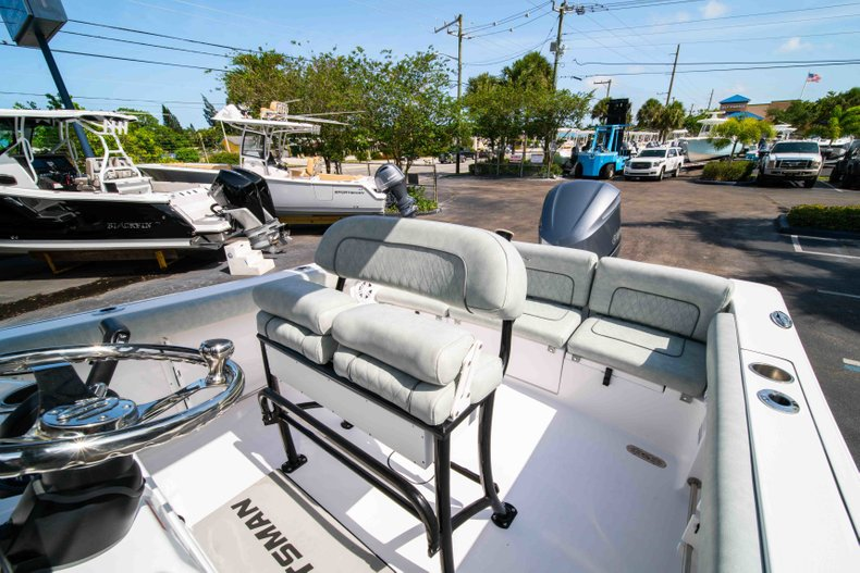Thumbnail 32 for New 2019 Sportsman Heritage 231 Center Console boat for sale in Fort Lauderdale, FL