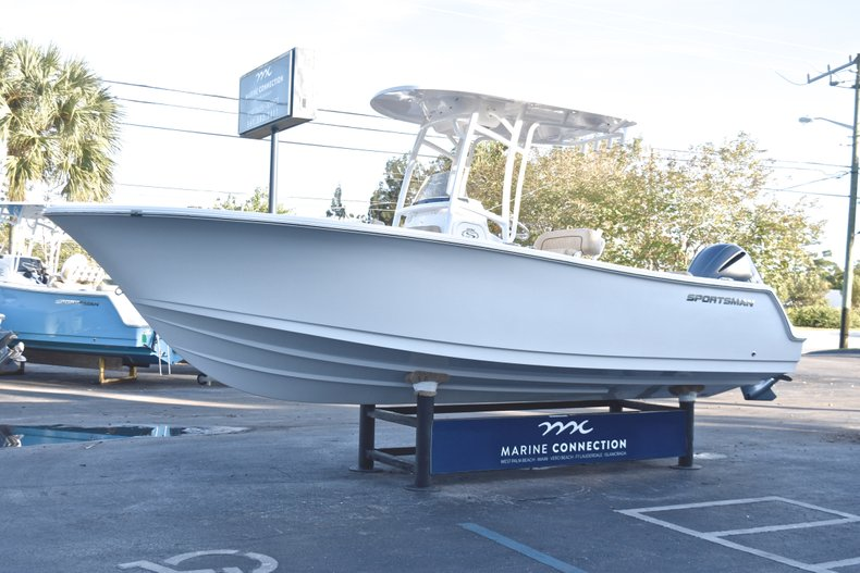 Thumbnail 3 for New 2019 Sportsman Open 232 Center Console boat for sale in Fort Lauderdale, FL