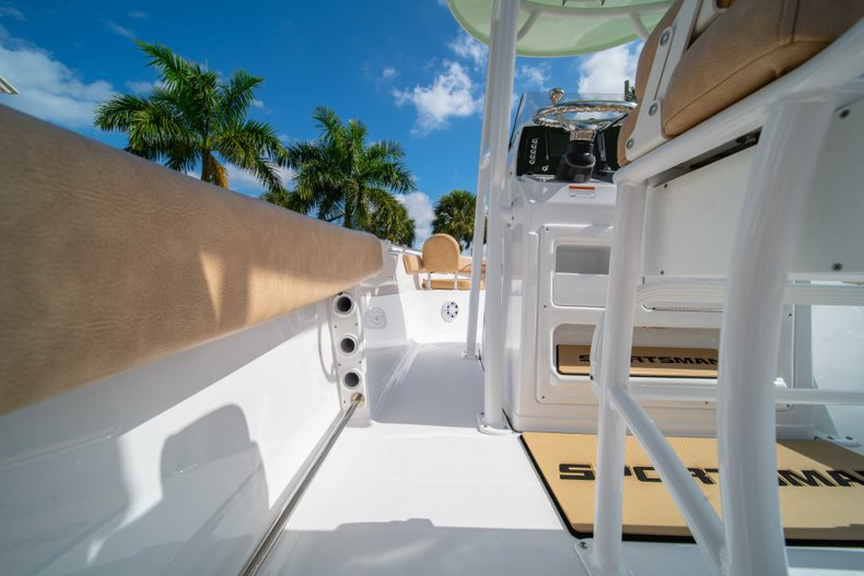 Thumbnail 13 for New 2019 Sportsman Heritage 211 Center Console boat for sale in Miami, FL