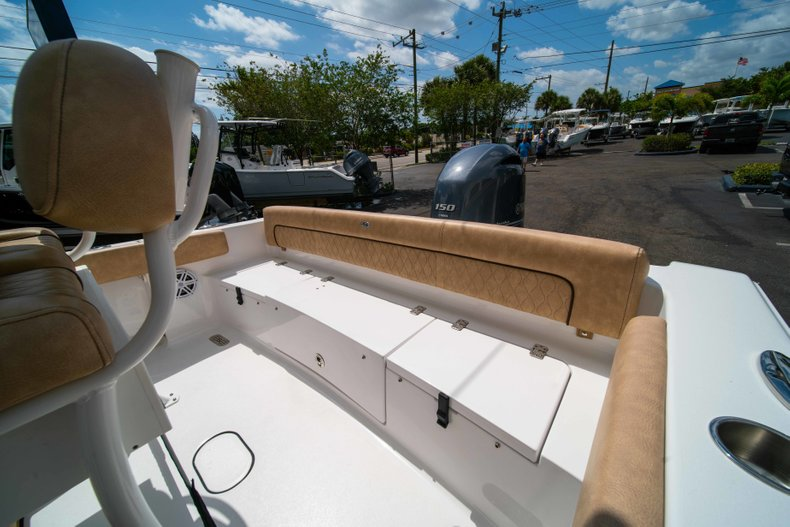 Thumbnail 16 for New 2019 Sportsman Heritage 211 Center Console boat for sale in Miami, FL
