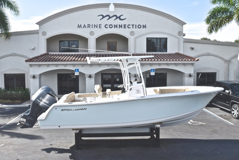 Image 0 for 2019 Sportsman Heritage 231 Center Console in West Palm Beach, FL
