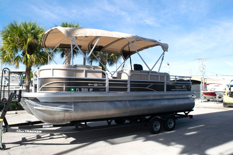 Thumbnail 2 for Used 2018 Sun Tracker Sport Fish 22 DLX boat for sale in Fort Lauderdale, FL