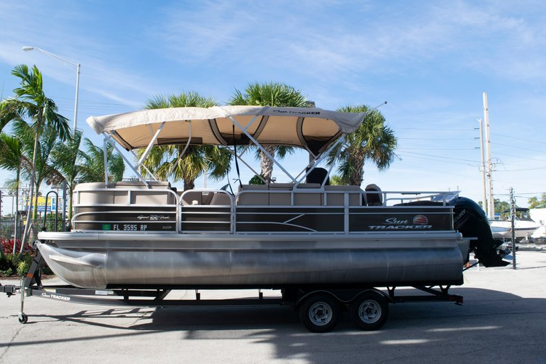 Thumbnail 3 for Used 2018 Sun Tracker Sport Fish 22 DLX boat for sale in Fort Lauderdale, FL