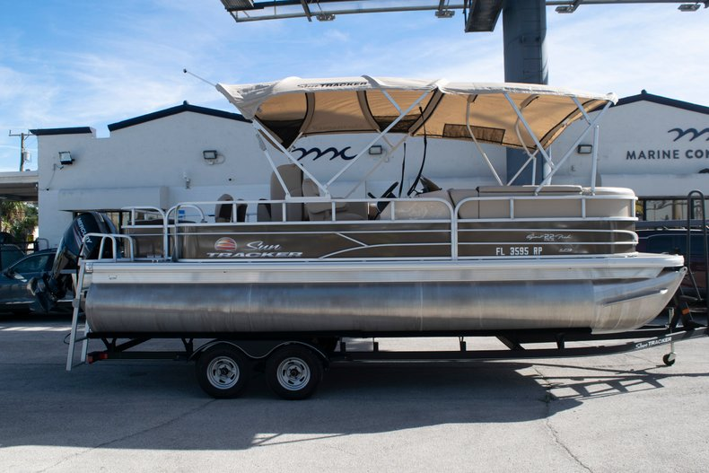 Used 2018 Sun Tracker Sport Fish 22 DLX boat for sale in Fort Lauderdale, FL