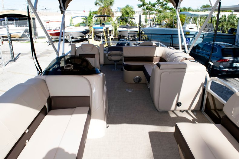 Thumbnail 46 for Used 2018 Sun Tracker Sport Fish 22 DLX boat for sale in Fort Lauderdale, FL