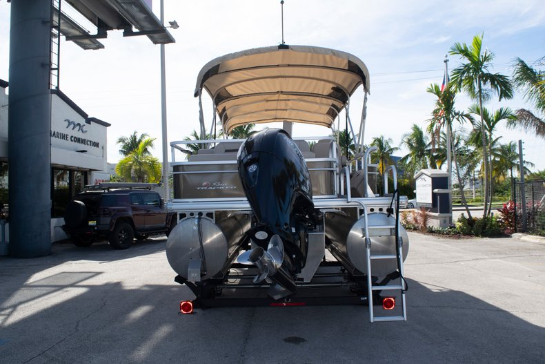 Thumbnail 5 for Used 2018 Sun Tracker Sport Fish 22 DLX boat for sale in Fort Lauderdale, FL