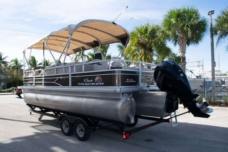 Thumbnail 4 for Used 2018 Sun Tracker Sport Fish 22 DLX boat for sale in Fort Lauderdale, FL