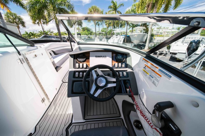 Thumbnail 20 for New 2019 Hurricane SunDeck SD 2690 OB boat for sale in West Palm Beach, FL