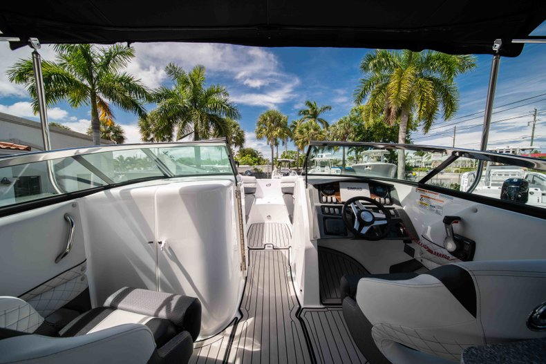 Thumbnail 28 for New 2019 Hurricane SunDeck SD 2690 OB boat for sale in West Palm Beach, FL