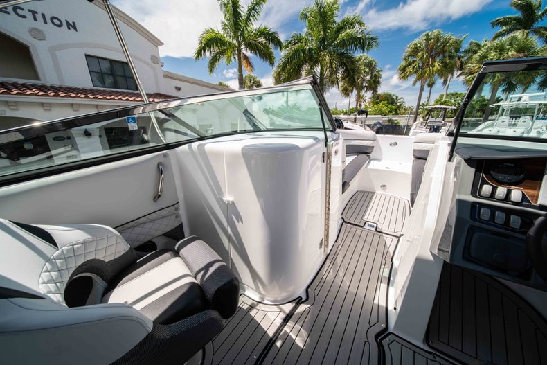Thumbnail 25 for New 2019 Hurricane SunDeck SD 2690 OB boat for sale in West Palm Beach, FL