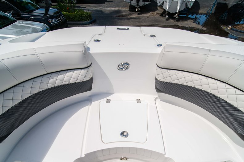 Thumbnail 39 for New 2019 Hurricane SunDeck SD 2690 OB boat for sale in West Palm Beach, FL
