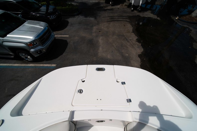 Thumbnail 41 for New 2019 Hurricane SunDeck SD 2690 OB boat for sale in West Palm Beach, FL