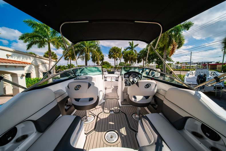 Thumbnail 9 for New 2019 Hurricane SunDeck SD 2486 OB boat for sale in West Palm Beach, FL