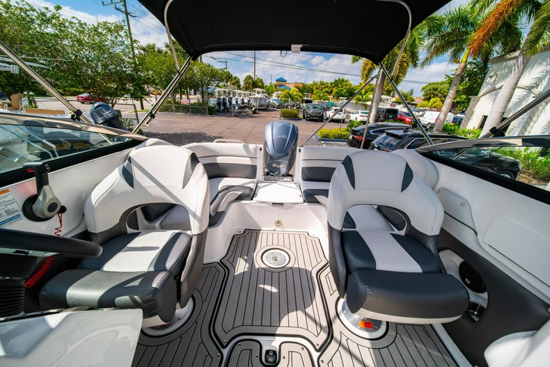 Thumbnail 22 for New 2019 Hurricane SunDeck SD 2486 OB boat for sale in West Palm Beach, FL