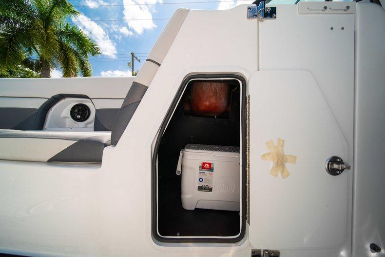 Thumbnail 29 for New 2019 Hurricane SunDeck SD 2486 OB boat for sale in Vero Beach, FL