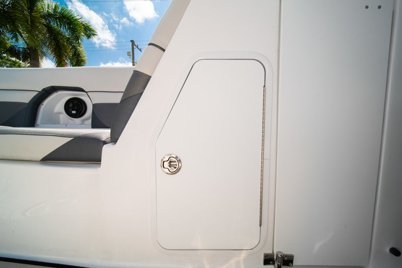 Thumbnail 28 for New 2019 Hurricane SunDeck SD 2486 OB boat for sale in Vero Beach, FL